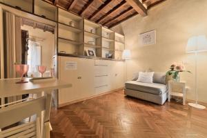 A seating area at Wine Apartments Florence Trebbiano