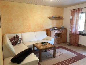 Ein Sitzbereich in der Unterkunft Ferienwohnung Baumer