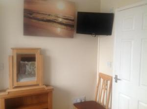 A television and/or entertainment centre at Crossways Tavern