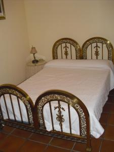 A bed or beds in a room at El Andarrio