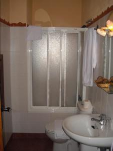 A bathroom at El Andarrio