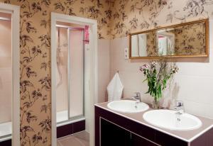 A bathroom at Hostel die Wohngemeinschaft