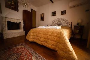 A bed or beds in a room at Camere Nicolina