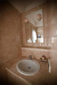 A bathroom at Camere Nicolina