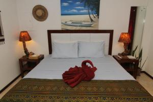 A bed or beds in a room at Greenyard Inn