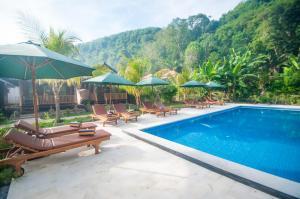 The swimming pool at or close to Ruji Ananta Cottage