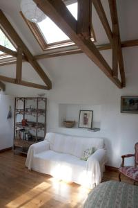 A seating area at Charming old stables studio cottage