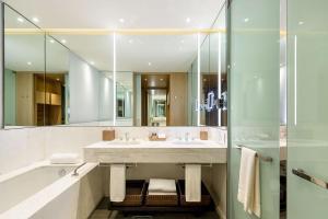 A bathroom at Grand Hyatt Bogota