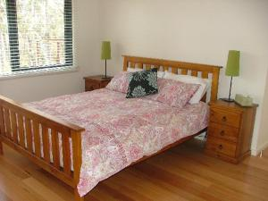 A bed or beds in a room at Braidwood Escape
