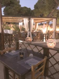 A restaurant or other place to eat at Affittacamere la Medusa