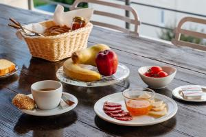 Breakfast options available to guests at Aegina Bed & Culture