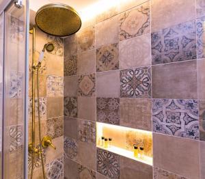 Salle de bains dans l'établissement The Old Town Square & Parizska Apartments