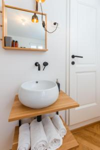 A bathroom at Little Tower by Locap Group