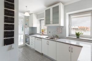 A kitchen or kitchenette at DeHouse