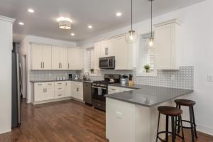A kitchen or kitchenette at Upscale, Historical Home in heart of STL