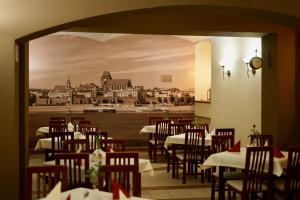 A restaurant or other place to eat at Hotel Polonia
