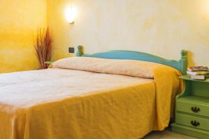 A bed or beds in a room at Appartamento Gli Ontani