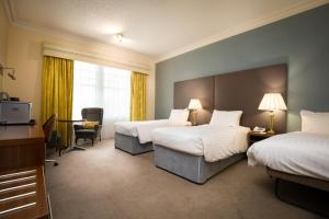 A bed or beds in a room at Best Western Station Hotel