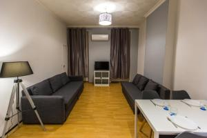 A seating area at Spacieux logement au cœur de Marseille centre