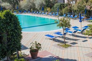 The swimming pool at or near Albergo Residenziale Gli Ontani