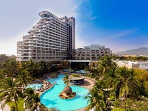 Uma vista da piscina em Hilton Hua Hin Resort & Spa - SHA Certified ou nos arredores