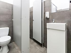 Uma casa de banho em Baixa Terrace Hostel