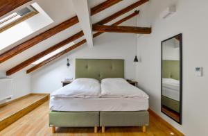 Кровать или кровати в номере Hotel Garden Court