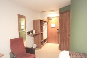 A bathroom at Doncaster International Hotel by Roomsbooked
