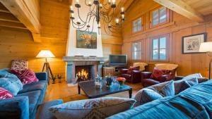 A seating area at Chalet Dunmore