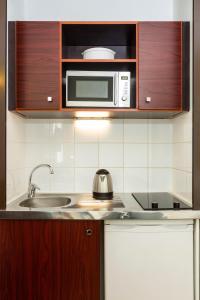 Una cocina o zona de cocina en Aparthotel Adagio Access Paris Porte De Charenton