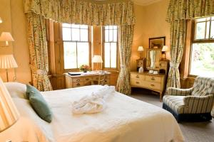 A bed or beds in a room at The Jockey Club Rooms