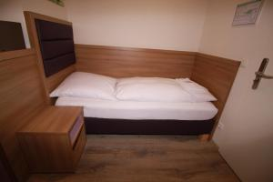 A bed or beds in a room at Slamba - Hostel GmbH