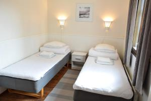 A bed or beds in a room at Visulahti Cottages