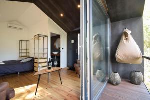 A seating area at Village Cascais Guest House