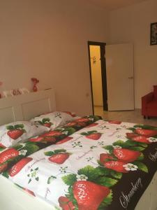 Кровать или кровати в номере Red Room