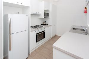 A kitchen or kitchenette at BIG4 Anglesea Holiday Park