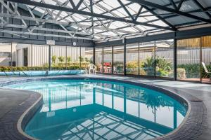 The swimming pool at or near Barclay Motor Inn