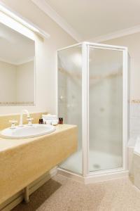 A bathroom at Cradle Mountain Hotel