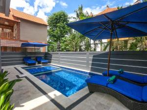 The swimming pool at or near Chillhouse Lembongan
