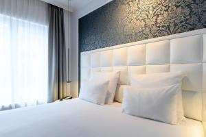 A bed or beds in a room at Hotel Rubens-Grote Markt