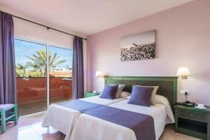 Een bed of bedden in een kamer bij Oasis Village