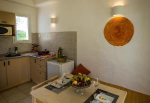 A kitchen or kitchenette at Les Jardins de Toumana