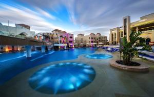 Het zwembad bij of vlak bij Aqua Blu Resort - Families and couples only
