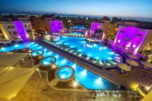 Uitzicht op het zwembad bij Aqua Blu Resort - Families and couples only of in de buurt