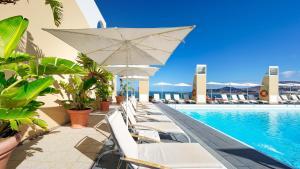 Het zwembad bij of vlak bij BULL Reina Isabel & SPA