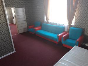 A seating area at Керуен сарайы, гостиница