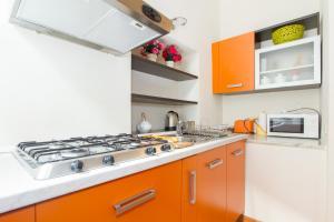 Cucina o angolo cottura di Casa Vacanza Fontana Del Delfino
