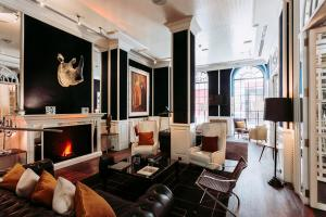 A seating area at Only YOU Boutique Hotel Madrid