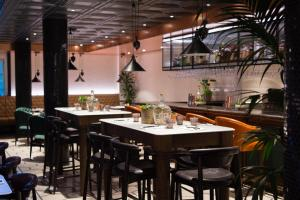 A restaurant or other place to eat at Vintry & Mercer