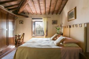 A bed or beds in a room at Agriturismo Il Castagnolino